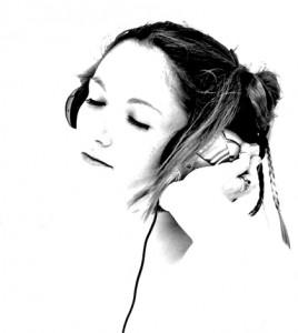 mendengarkan