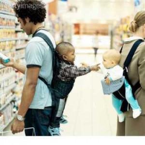 Bayi saling sapa di gendongan by Getty Images ok