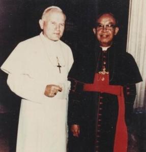 Kardinal-Darmojuwono-dan-Paus-2