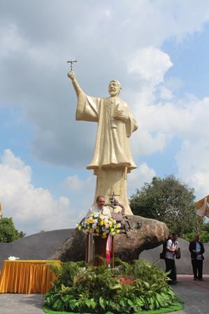 Monumen patung santo fransiskus di ambon2
