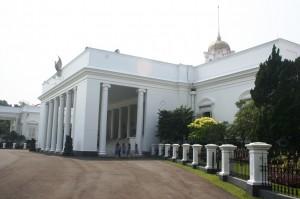 Istana Bogor dari samping