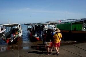 Naik kapal dari Pelabuhan Bangsal Lombok