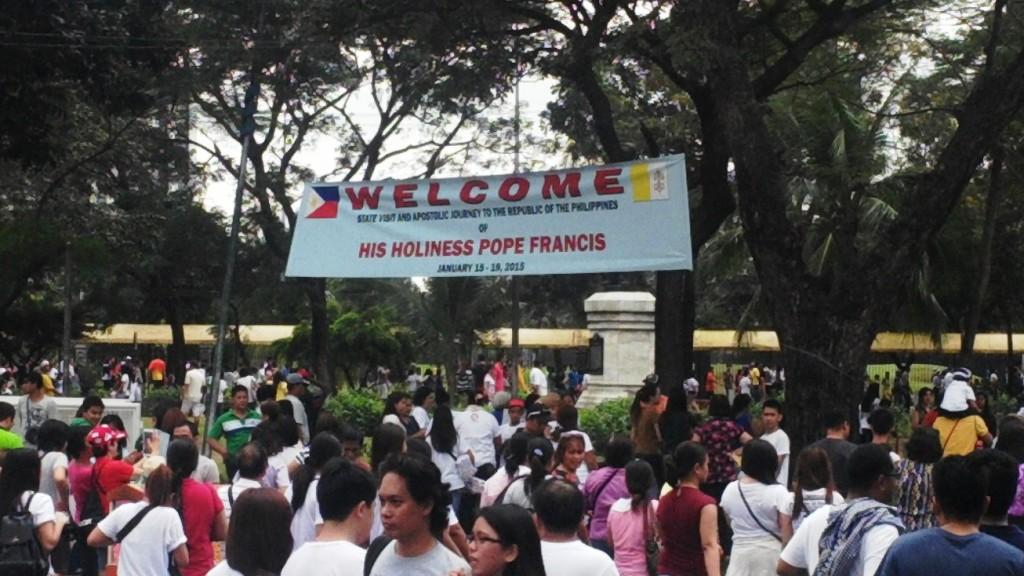 Paus Fransiskus di Filipina kerumunan orang