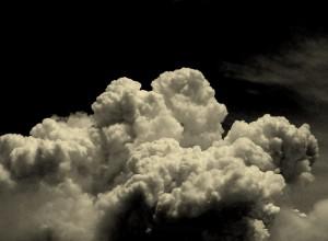 awan gelap by ist