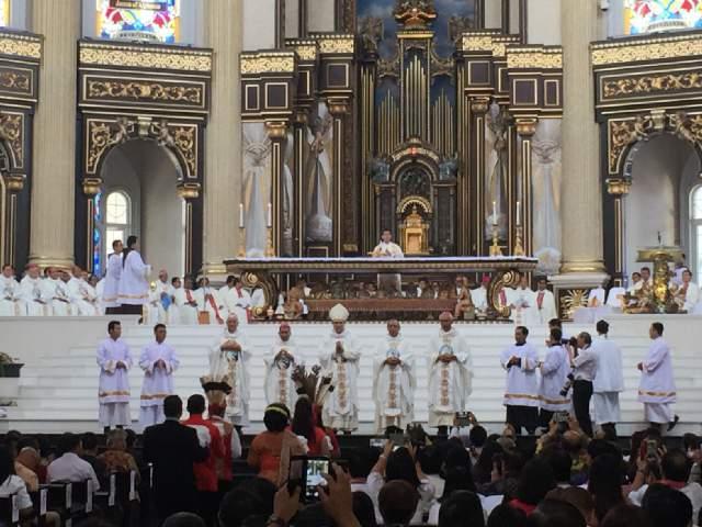 Pontianak uskup berjejeran
