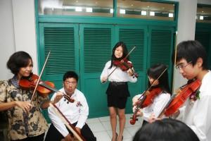 Ms. Tian leads her music ensemble team ok