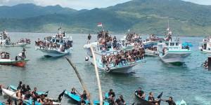 prosesi laut di Larantuka by Kompas