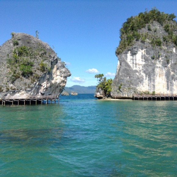 raja ampat dua pulau by mathias