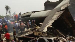Badan pesawat Hercules jatuh di pemukiman warga Medan / Tribunnews
