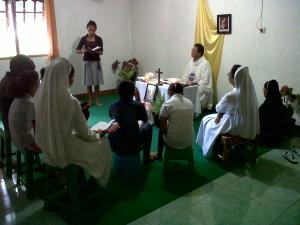 Misa Rekoleksi dan Pengenalan Bagi 5 Calon ADM di Biara ADM Atambua, Sabtu (18/4/2015)