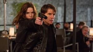 Tom Cruise & Rebecca Ferguson dalam Sebuah Adegan