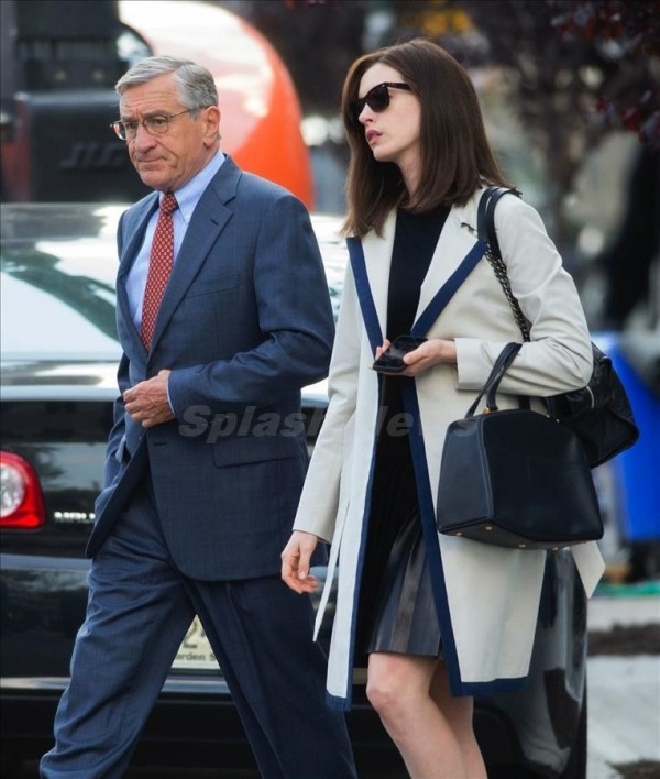 """Anne Hathaway and Robert DeNiro seen filming """"The Intern"""" in NYC. Pictured: Robert De Niro and Anne Hathaway Ref: SPL827937 260814 Picture by: Ron Asadorian / Splash News Splash News and Pictures Los Angeles:310-821-2666 New York: 212-619-2666 London: 870-934-2666 photodesk@splashnews.com"""