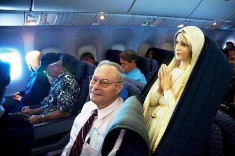 Patung Bunda Maria Fatima dalam pesawat